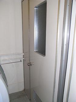 都営住宅 お風呂の扉